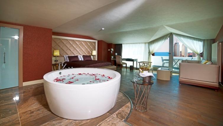 Amazing bedroom at Taba Luxury Suites Istanbul - Citybase Apartments