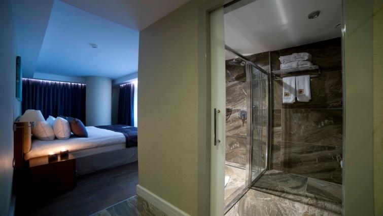 Bathroom in Taba Luxury Suites Istanbul - Citybase Apartments