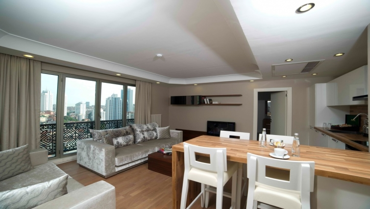 Spacious living area at Taba Luxury Suites Istanbul - Citybase Apartments