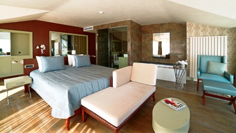 Contemporary bedroom at Taba Luxury Suites Istanbul - Citybase Apartments