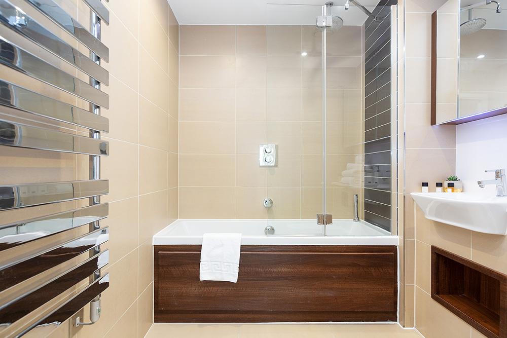 Bath at Altitude Point Apartments - Citybase Apartments