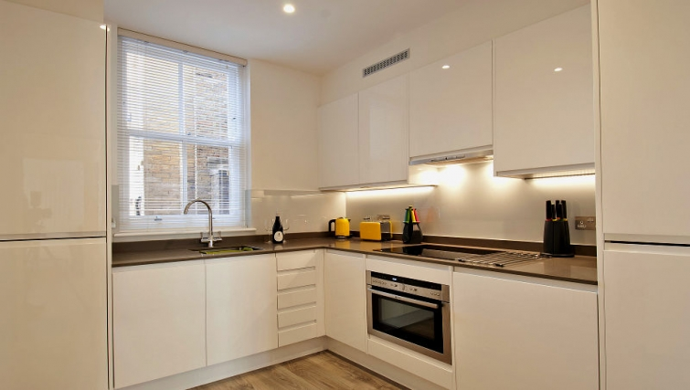 Modern kitchen inWigmore Street Apartments - Citybase Apartments