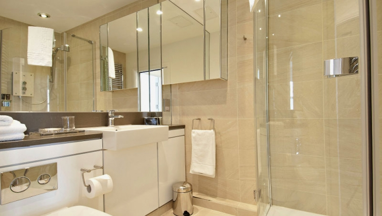 Modern bathroom at Wigmore Street Apartments - Citybase Apartments