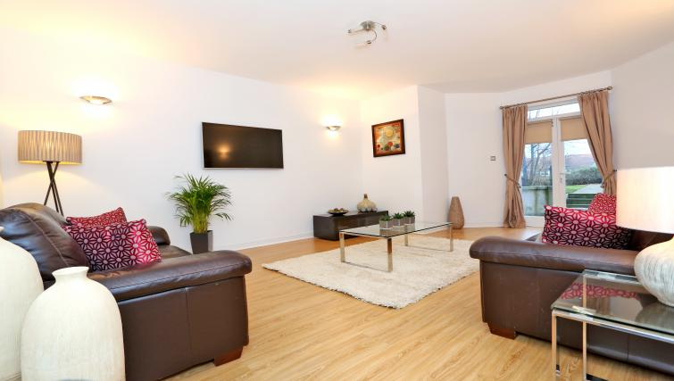 Living room at Queens Road Apartments - Citybase Apartments