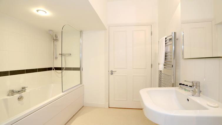 Bath at Queens Road Apartments - Citybase Apartments
