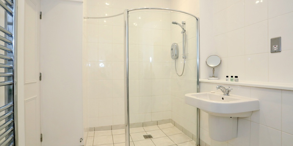 Shower at Queens Road Apartments - Citybase Apartments