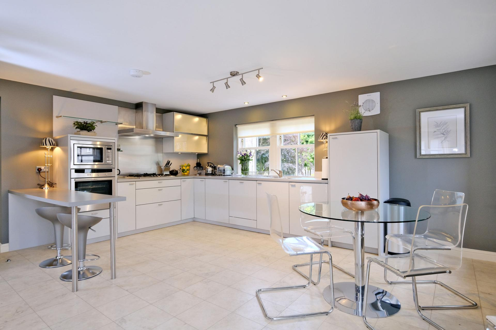 Large kitchen space at Queens Road Apartments - Citybase Apartments