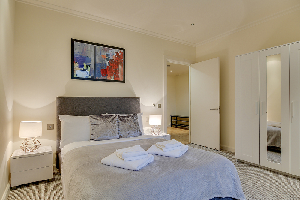 Modern bedroom at Discovery Dock West - Citybase Apartments