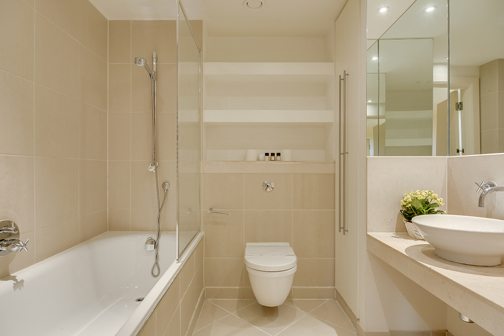Modern bathroom at Discovery Dock West - Citybase Apartments