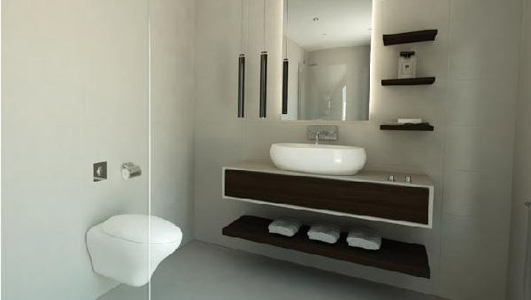 Bathroom at Oakwood Commercial Street - Citybase Apartments