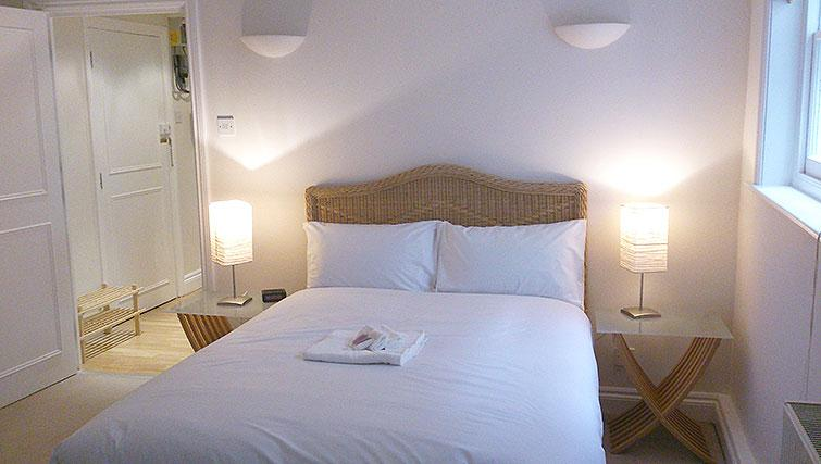 Double bed at Abbotts Chambers Apartments - Citybase Apartments