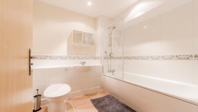 Bathroom at Cascades Court Apartments - Citybase Apartments