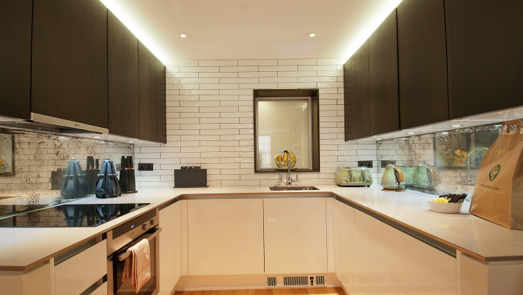 Modern kitchen in Wigmore Suites - Citybase Apartments