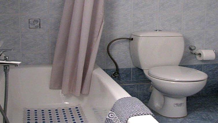 Simplistic bathroom in Galatsi Apartment - Citybase Apartments