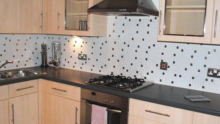 Mature kitchen at Lynedoch Glasgow Apartments - Citybase Apartments