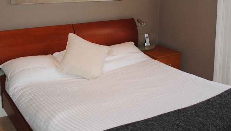Modest bedroom at Lynedoch Glasgow Apartments - Citybase Apartments