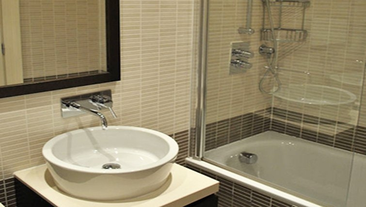Stunning bathroom at Lynedoch Glasgow Apartments - Citybase Apartments