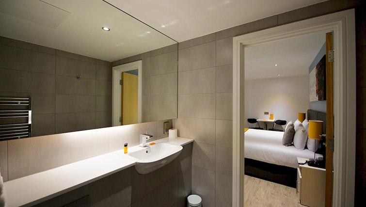 Stunning bathroom at Staycity London Deptford Bridge - Citybase Apartments