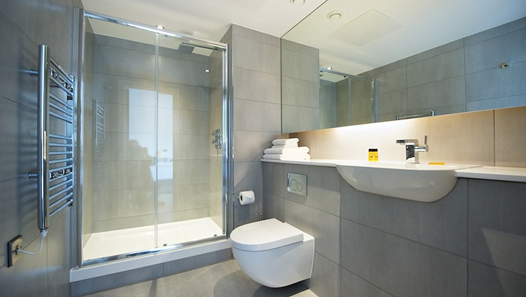 Stylish bathroom at Staycity London Deptford Bridge - Citybase Apartments