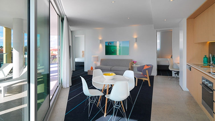 Dining area in Adina Apartment Hotel Bondi Beach - Citybase Apartments
