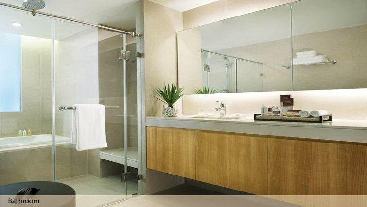 Bathroom in Oakwood Residence Sukhumvit Thonglor Bangkok - Citybase Apartments