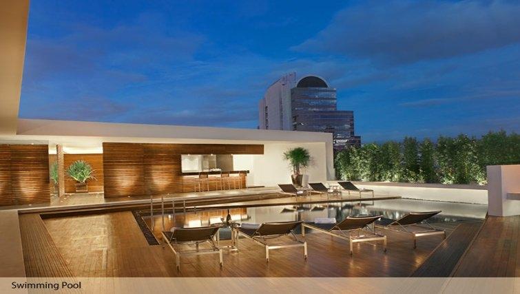Pool in Oakwood Residence Sukhumvit Thonglor Bangkok - Citybase Apartments