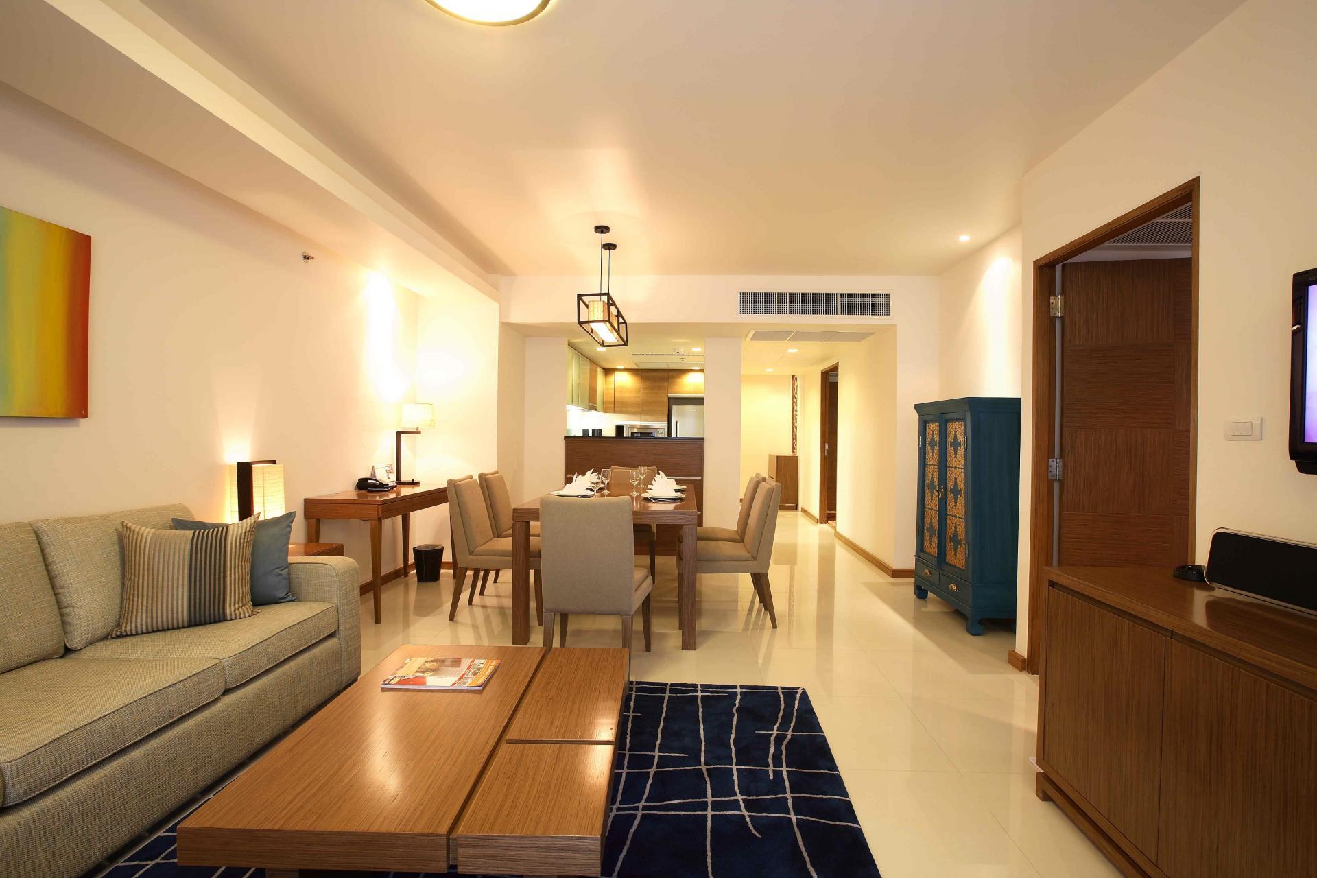 Open-plan living space in Oakwood Residence Sukhumvit Thonglor Bangkok - Citybase Apartments