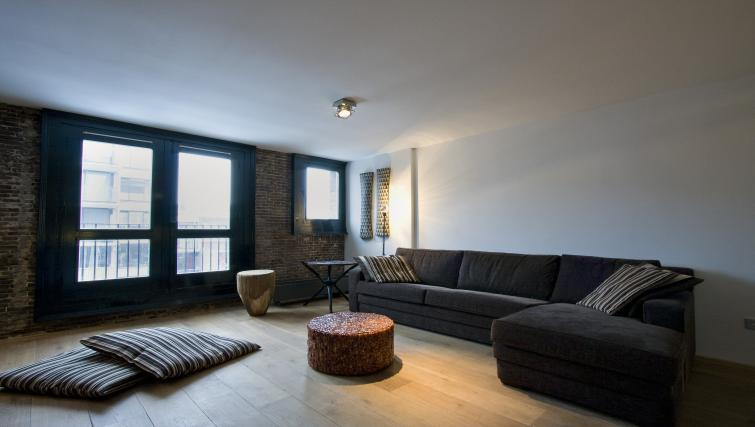 Spacious living area at Catherine Apartment, Amsterdam - Citybase Apartments