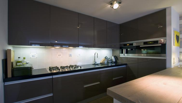 Modern kitchen at Catherine Apartment, Amsterdam - Citybase Apartments