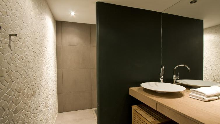 Pristine bathroom at Catherine Apartment, Amsterdam - Citybase Apartments