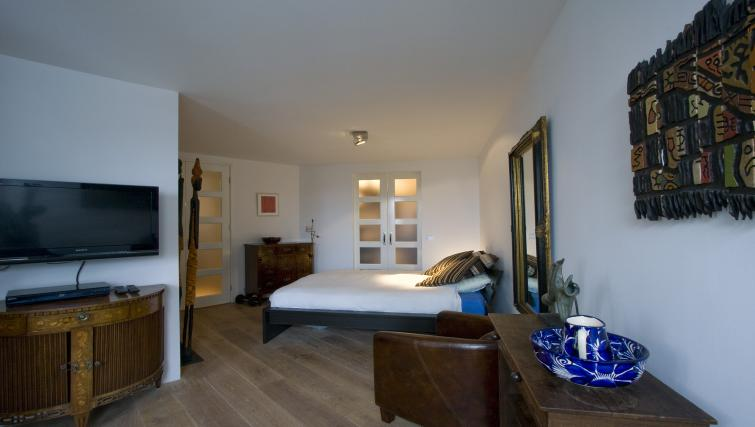 Comfortable bedroom at Catherine Apartment, Amsterdam - Citybase Apartments