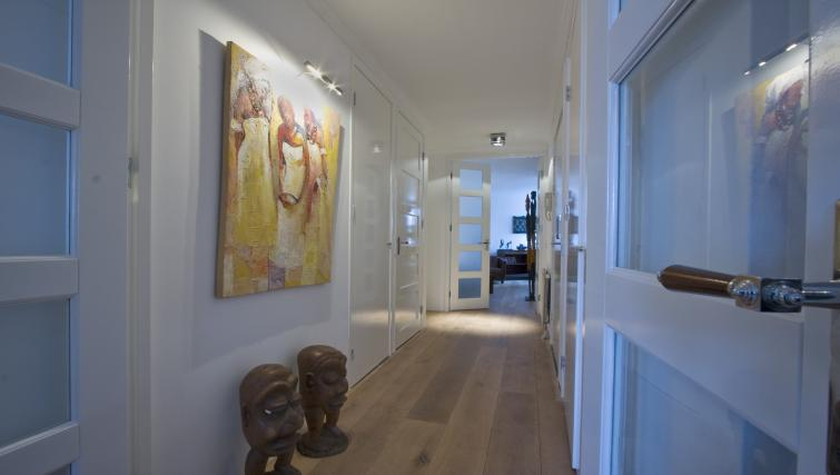 Hallway at Catherine Apartment, Amsterdam - Citybase Apartments