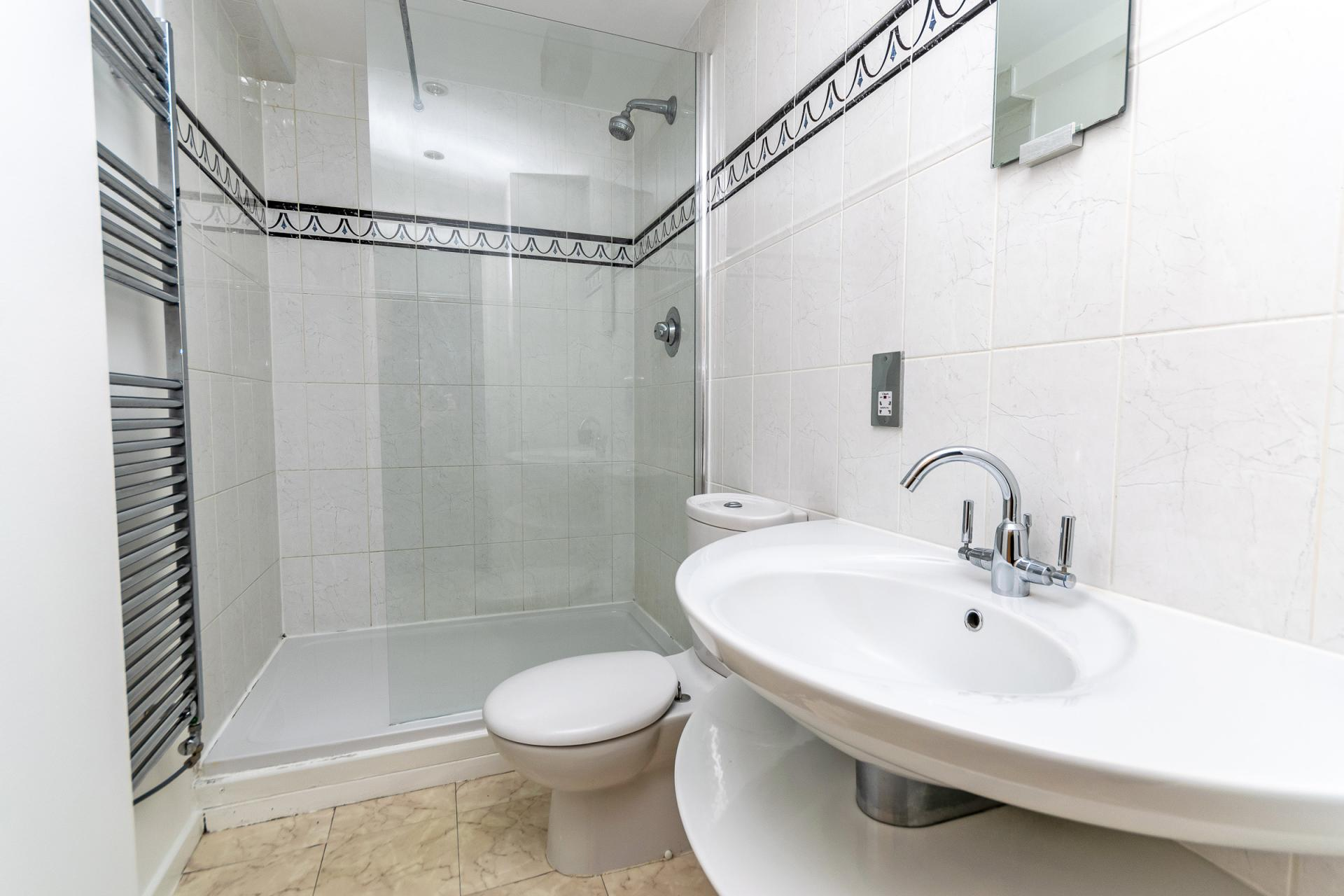 Shower at Bakers Court Apartment - Citybase Apartments