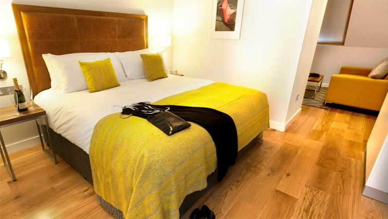 Modern bedroom at Premier Suites Dublin Ballsbridge - Citybase Apartments