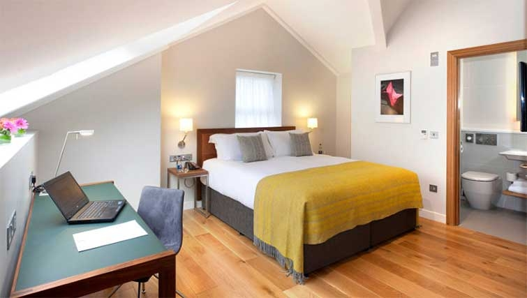 Bedroom at Premier Suites Dublin Ballsbridge - Citybase Apartments