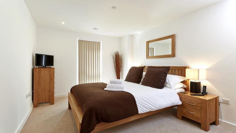 Large bedroom at Lexington Slough Apartments - Citybase Apartments