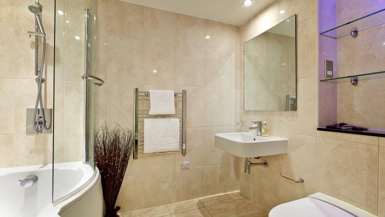 Ideal bathroom at Lexington Slough Apartments - Citybase Apartments