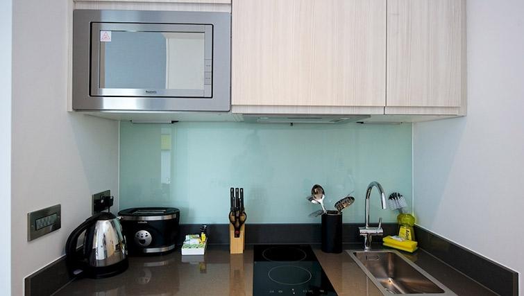 Basic kitchenette at Staycity London Greenwich High Road - Citybase Apartments