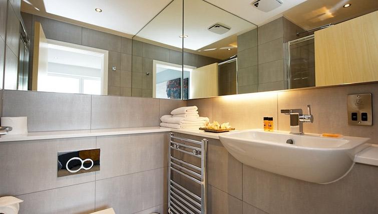 Bathroom at Staycity London Greenwich High Road - Citybase Apartments
