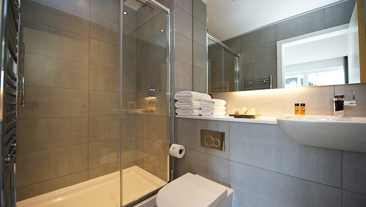 Modern bathroom at Staycity London Greenwich High Road - Citybase Apartments