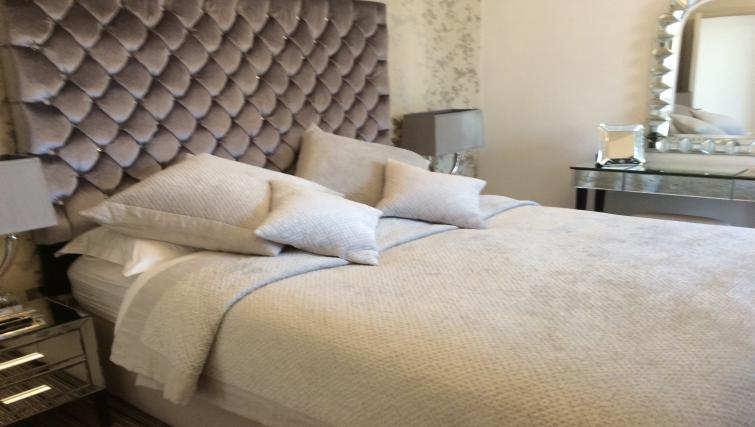 Double bed at Straw House Apartments - Citybase Apartments