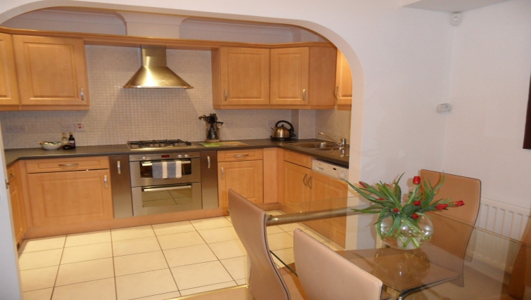 Splendid kitchen and dining area at Westlands House - Citybase Apartments
