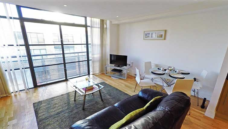 Spacious living area at Ferry Quays Apartments - Citybase Apartments