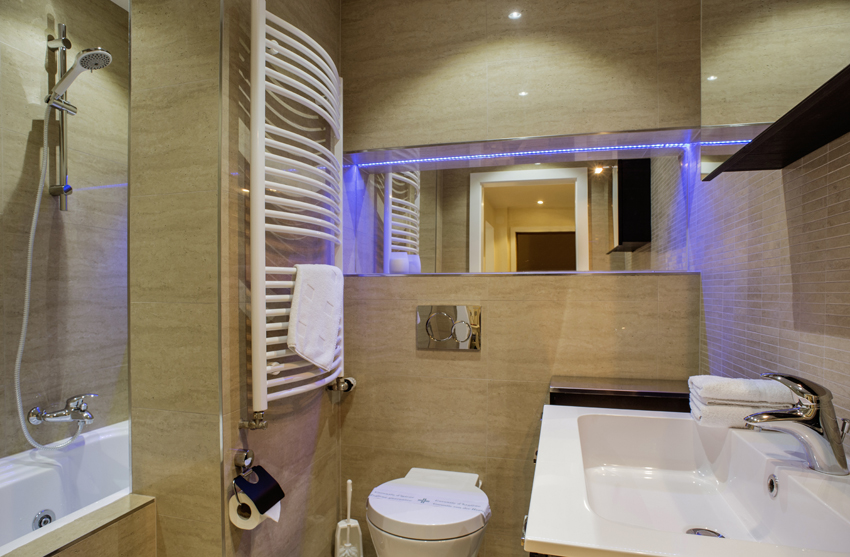 Bath at Villa Liberty Apartments - Citybase Apartments