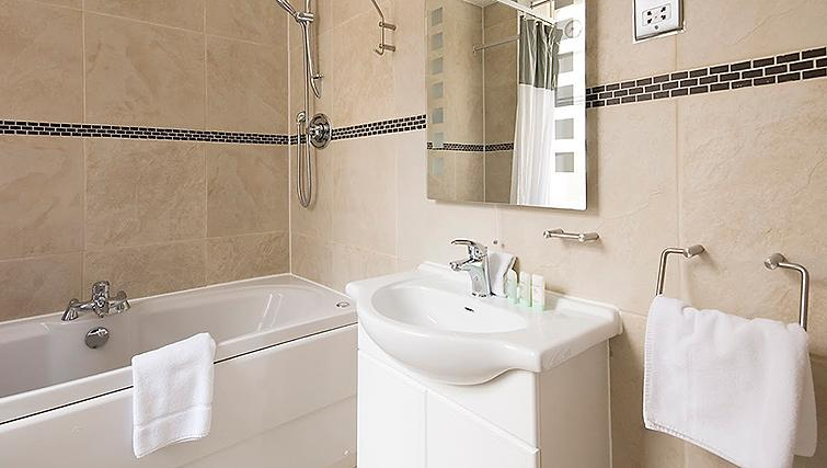 Pristine bathroom at 17 Hertford Street Apartments - Citybase Apartments