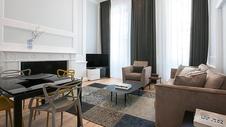 Spacious living area at 17 Hertford Street Apartments - Citybase Apartments