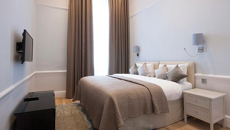 Bedroom at 17 Hertford Street Apartments - Citybase Apartments