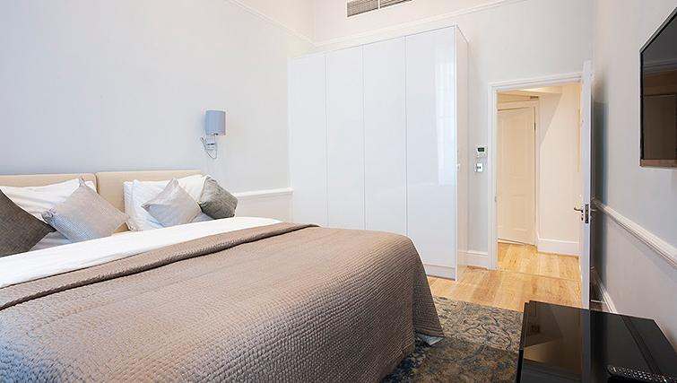 Elegant bedroom at 17 Hertford Street Apartments - Citybase Apartments