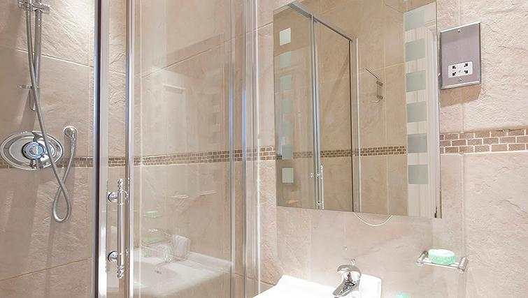 Bright bathroom at 17 Hertford Street Apartments - Citybase Apartments