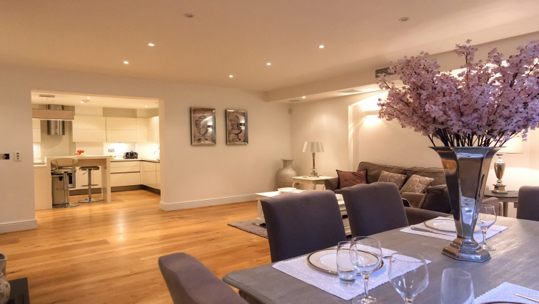 Spacious living area in Cumberland House - Citybase Apartments